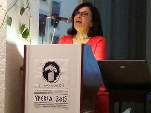 Irene Jiannakopoulou ist nicht nur die Managerin des Hotels Aegialis, sondern auch die Organisatorin der YPERIA-Konferenz, die jedes Jahr stattfindet.