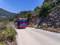 """Mit dem Bus des """"Methana Volcanic Spa"""" ging es nach der Führung an den südlichen Strand bei Vathy."""
