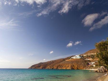 Der Strand unterhalb des Hotels Aegialis auf der Insel Amorgos