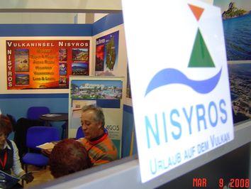 Ausschnitt des Nisyros-Stands und das von Tobias Schorr gestaltete Nisyros-Logo