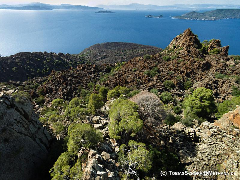 Die Gipfelregion des historischen Vulkans von Kameni Chora