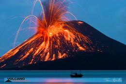 Ausbruch des Krakatau. (c) Tom Pfeiffer http://www.VolcanoDiscovery.com