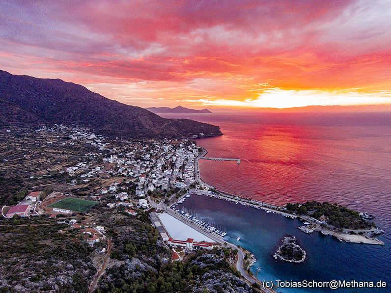 Luftbild-Fotos von Methana finden Sie, wenn Sie auf das Foto klicken!