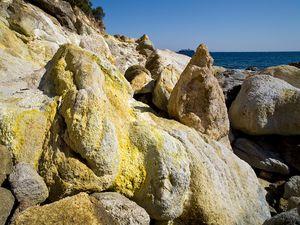 """Die Gasaustritte """"Mofetten"""" in der Bucht Thiafi sind ein Zeichen aktiven Vulkanismus!"""